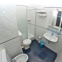 Nuovo Albergo Centro Bathroom
