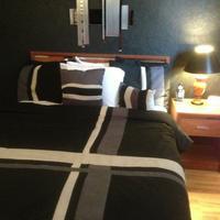 Greystone Inn Single Queen Non-Smoking Room
