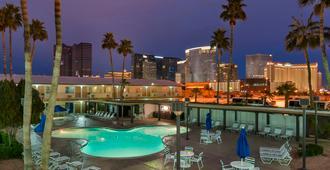 拉斯維加斯威爾德西賭博大廳戴斯酒店 - 拉斯維加斯 - 游泳池