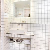 La Maison Champs Elysées Bathroom