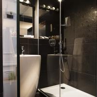 Hotel Moliere Bathroom