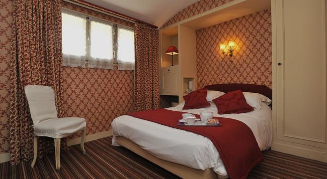 Hôtel George Sand - 庫爾布瓦 - 臥室