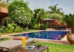 驚嘆庭院旅館 - 馬拉喀什 - 游泳池
