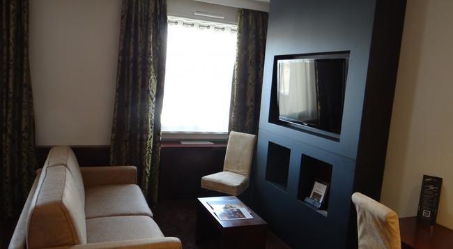 Hotel Roosevelt - 里昂 - 臥室