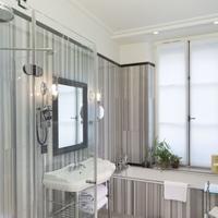 Le Saint Bathroom