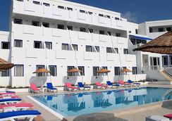 Dolce Bodrum Hotel and Beach Club - Adults Only - 博德魯姆 - 建築