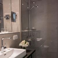 Suytes Business Studios Bathroom