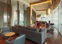 康布萊斯維塔庫拉酒店 - 聖地亞哥 - 休閒室
