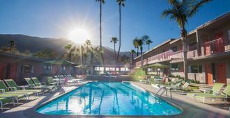 天悅酒店 - Palm Springs - 游泳池