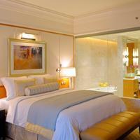 The Ritz-Carlton Dubai International Financial Centre Guest room