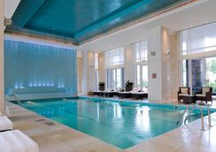 迪拜國際金融中心麗思卡頓酒店 - 杜拜 - 游泳池