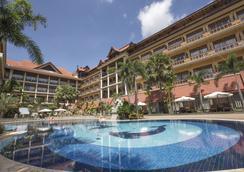 皇后別墅度假酒店 - 暹粒 - 游泳池