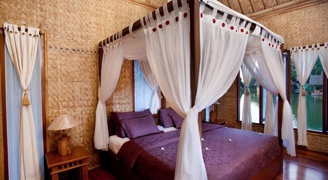 Kampung Sampireun Resort & Spa - Bojongwaru - 臥室