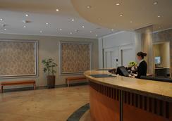 弗里德里希斯海英阿普斯達爾布姆酒店 - 柏林 - 大廳