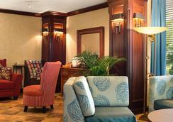 那不勒斯華美達酒店 - 拿坡里 - 大廳