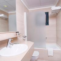 Portblue Club Pollentia Resort Bathroom