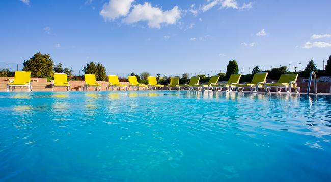 The Green Park Hotel Bostanci - 伊斯坦堡 - 游泳池
