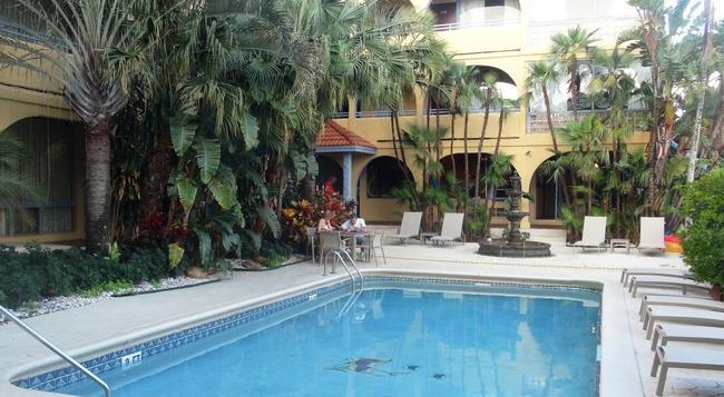 Tropi Rock Resort - 勞德代爾堡 - 游泳池