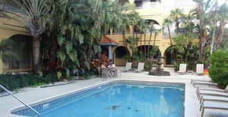特洛普羅克北海灘鄉村度假酒店 - 勞德代爾堡 - 游泳池