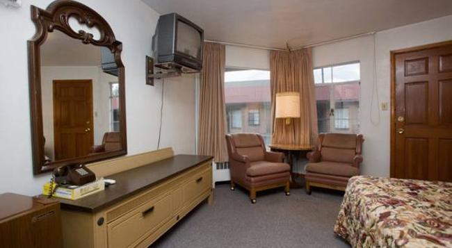 Stagecoach Motel Colorado Springs - 科羅拉多斯普林斯 - 臥室