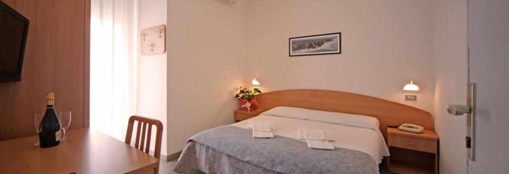 Oxford Hotel - 里米尼 - 臥室