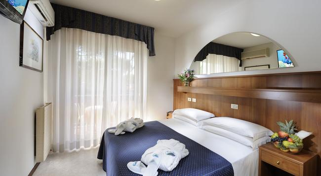 Hotel Vina De Mar - 利尼亞諾薩比亞多羅 - 臥室