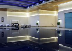 伊斯坦布爾希什利萬豪酒店 - 伊斯坦堡 - 游泳池