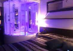 梅莫里酒店 - 里米尼 - 臥室