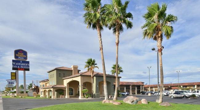 Best Western Plus A Wayfarer's Inn and Suites - 金曼 - 建築
