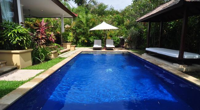 The Zen Villas - 沙努爾 - 游泳池