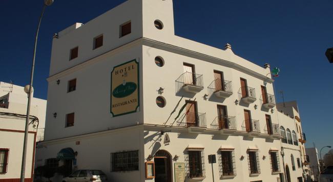 Hotel Restaurante Blanco y Verde - Conil de la Frontera - 建築