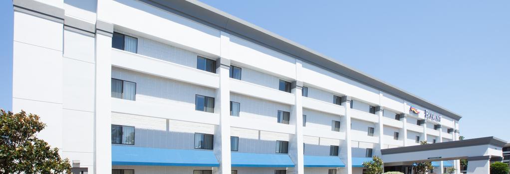Baymont Inn & Suites Texarkana - Texarkana - 建築