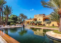 Palais Dar Ambre - 馬拉喀什 - 游泳池