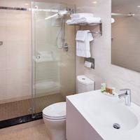 Jaslin Hotel Bathroom