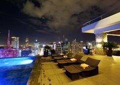 城市花園大酒店 - Makati - 游泳池