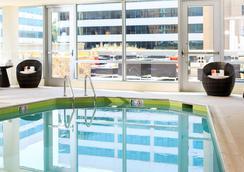 阿靈頓首府美景萬麗酒店 - 阿林頓 - 游泳池