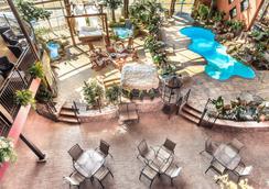 環宇酒店 - 魁北克市 - 游泳池
