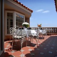 Dorymans Oceanfront Inn Outdoor Dining