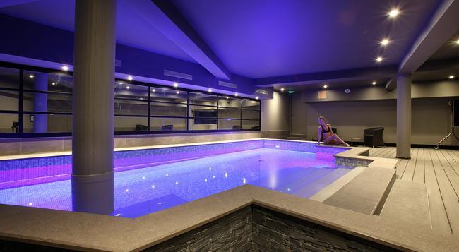 Hotel Le Cinq Chambéry Hyper Centre - Chambery - 游泳池