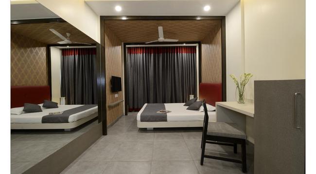 Hotel Rajmahal - 浦那 - 臥室
