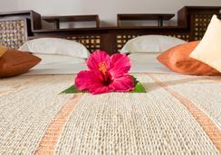 拉文薩拉療養酒店 - 努西貝 - 臥室