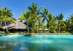 拉文薩拉療養酒店 - 努西貝 - 游泳池