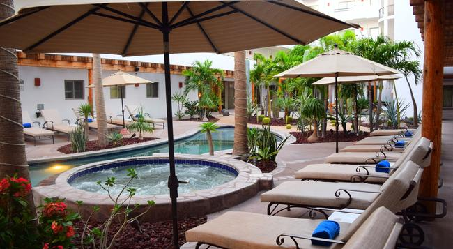 Santa Fe Luxury Residences - 洛雷托 - 游泳池