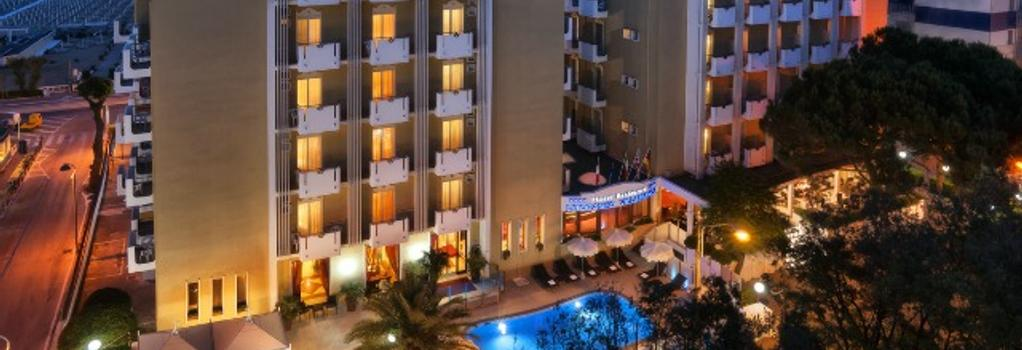 Litoraneo Suite Hotel - 里米尼 - 建築