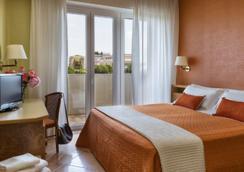 帕麗歐里套房酒店 - 里米尼 - 臥室
