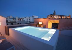 波薩達特拉散塔精品酒店 - 帕爾馬 - 游泳池