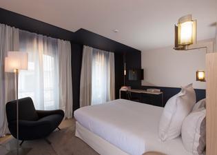 德內爾酒店