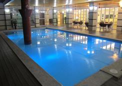 Vera Hotel - Angeles City - 游泳池