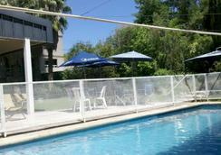 毛厄公寓式酒店 - 門多薩 - 游泳池