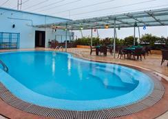 半島大港有限公司酒店 - 吉大港 - 游泳池